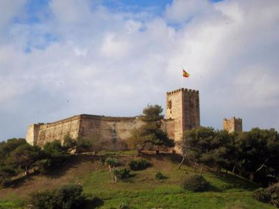 Food and music in Fuengirola castle to raise funds for AECC cancer support