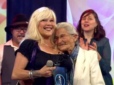 Samantha Fox sings in Galicia regional language on TV