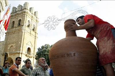 Potter's makes giant jug for Guinness record