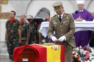 Prince of Asturias presides over military funeral in Las Palmas