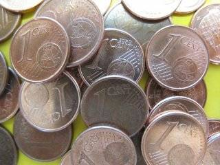 Dad-of-two pays traffic fine in one-cent coins