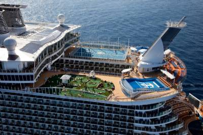 Biggest cruise-liner in the world stops off in Barcelona and Málaga