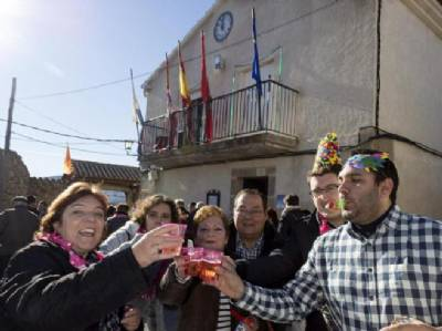 New Year's Eve celebrated at noon in Ávila village where most residents are over 75