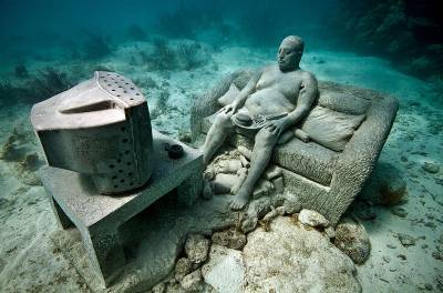 British sculptor creates Europe's first underwater museum in Canary Islands