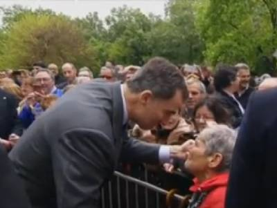 """Elderly lady demands answers from King: """"Where are the jobs for my grandchildren?"""""""