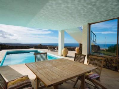 Justin Bieber buys six-bedroom Lanzarote villa – for €800,000 over the asking price