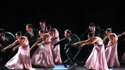 Spanish National Ballet gives impromptu street performance for Madrid bystanders