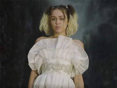 Miley Cyrus picks Spanish designer's creation for 'Malibu' video