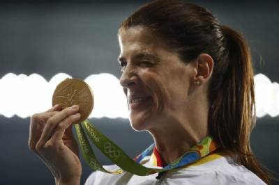 High-jumper Ruth Beitia earns Fair Play Award for comforting eliminated rival at London World Championships