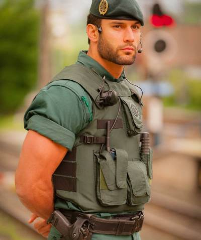 Spain S Sexiest Guardia Civil Officer Wins Modelling Contract