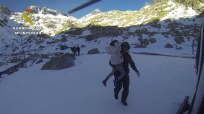 Hikers with 'snow-blindness' rescued from mountains