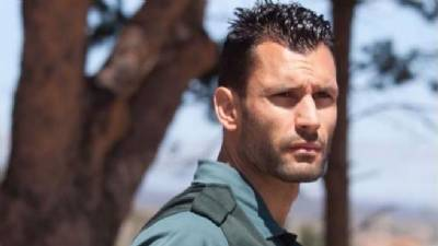 'Spain's handsomest police officer' on jungle reality show