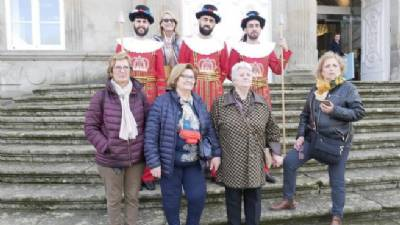 Pontevedra 'Beefeaters' become selfie fodder for tourists