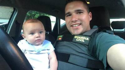 Off-duty Guardia Civil officer saves baby's life