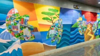 Philip Stanton mural unveiled as a 'thanks' to Barcelona health service