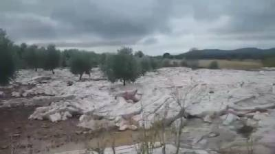 Glacier in central Spain? Hailstorm causes rare and fleeting photo opportunity