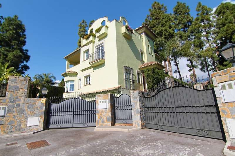 5 bedroom Villa for sale in Marbella with pool - € 1,395,000 (Ref: 4694235)