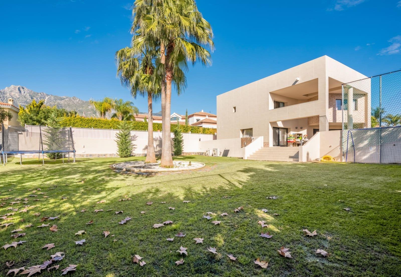 5 bedroom Villa for sale in Marbella with pool - € 1,375,000 (Ref: 4694395)