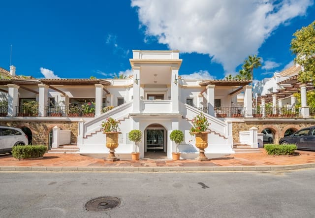 3 bedroom Bungalow for sale in Marbella with pool - € 1,500,000 (Ref: 4694569)