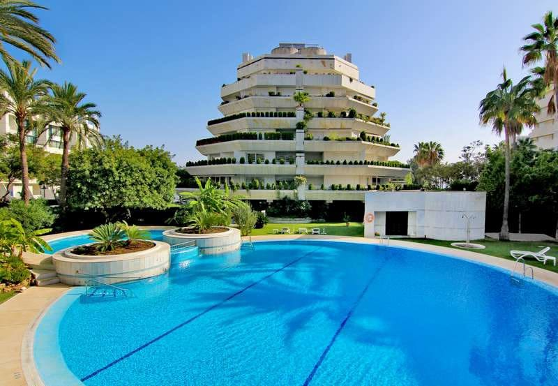 3 bedroom Penthouse for sale in Marbella with pool - € 2,295,000 (Ref: 4783722)