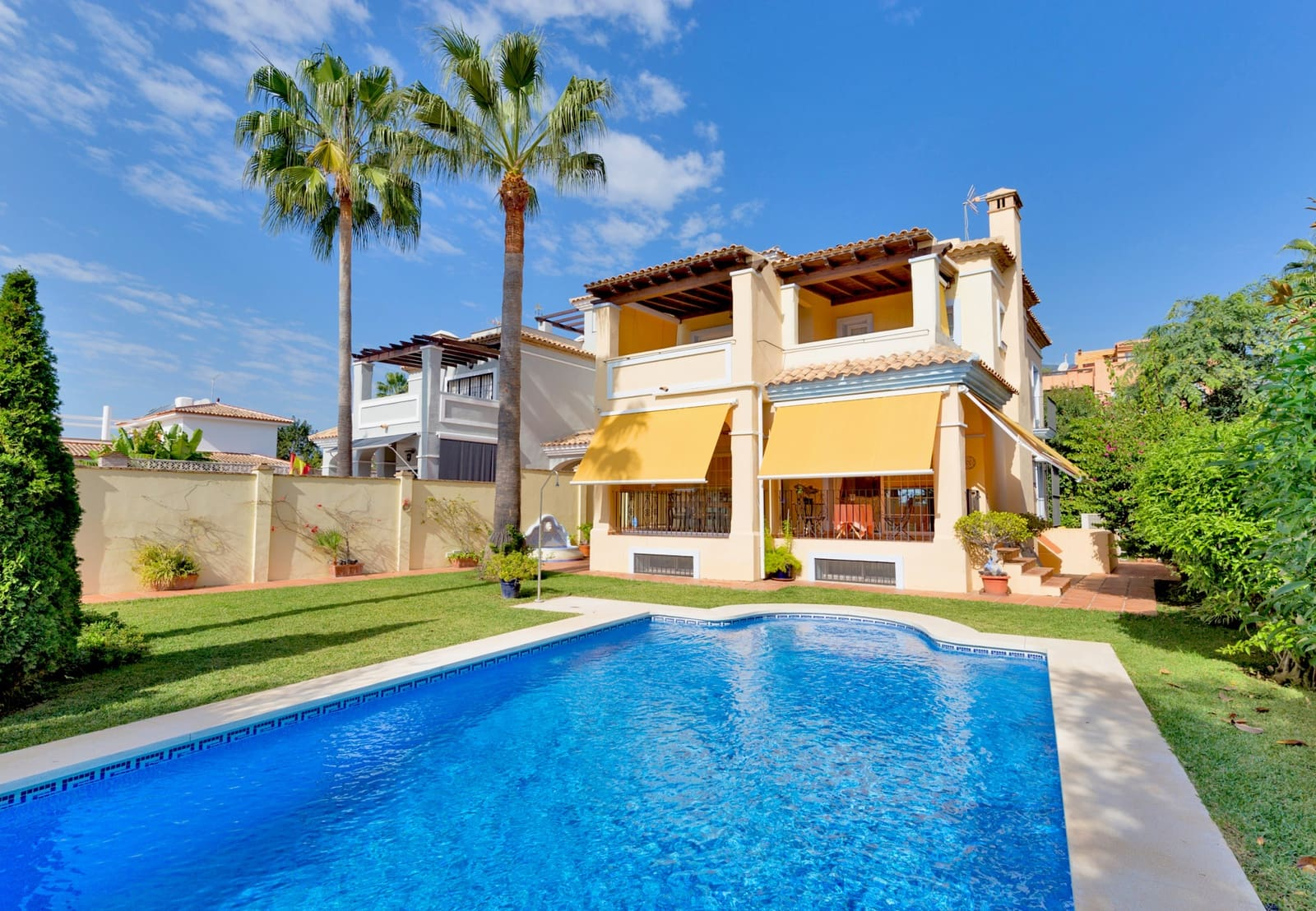 4 bedroom Villa for sale in Marbella with pool - € 749,000 (Ref: 5047591)