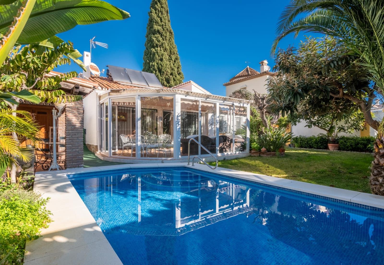 2 chambre Bungalow à vendre à Marbella avec piscine - 1 790 000 € (Ref: 5709801)