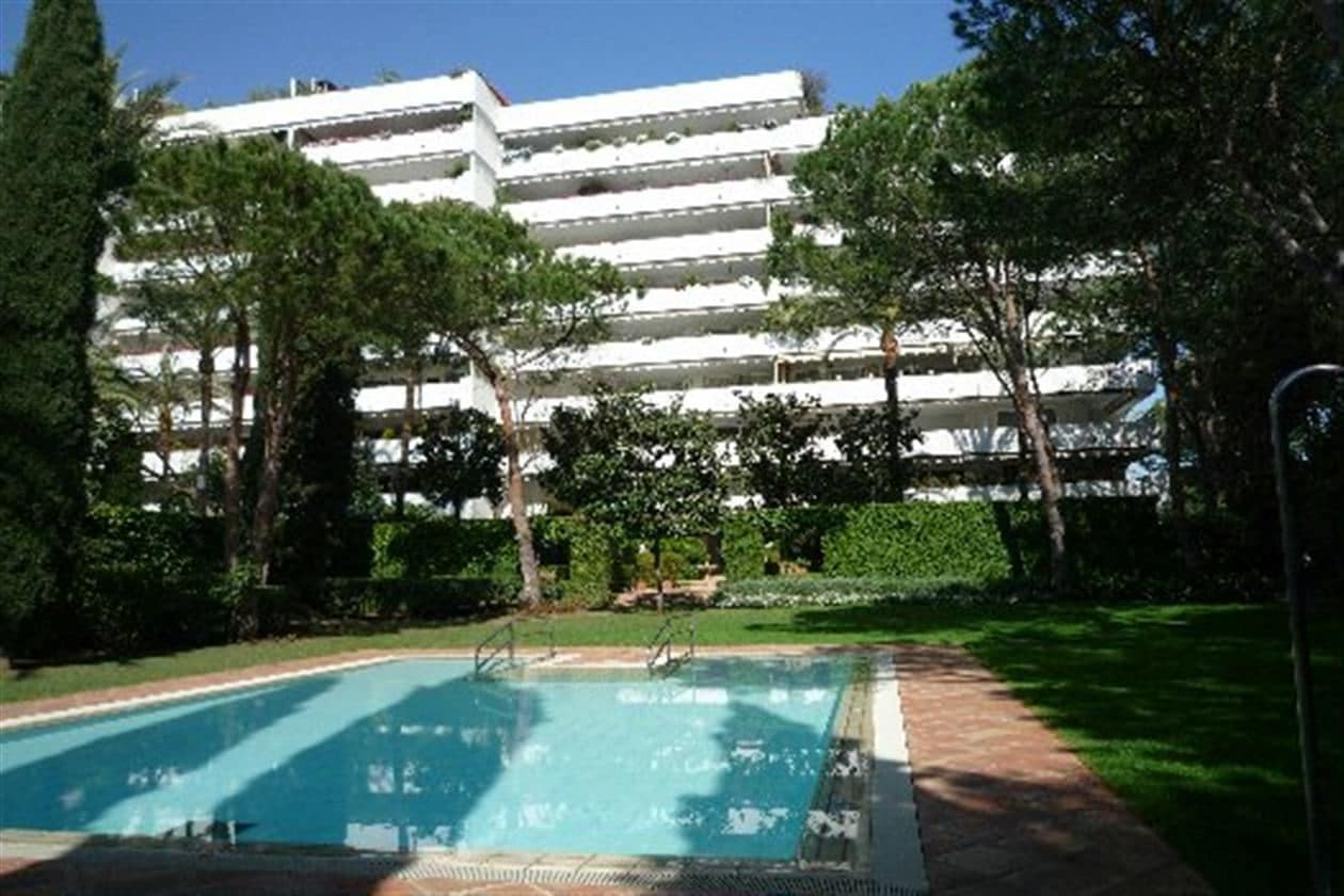 4 bedroom Apartment for sale in Marbella - € 2,100,000 (Ref: 3801115)