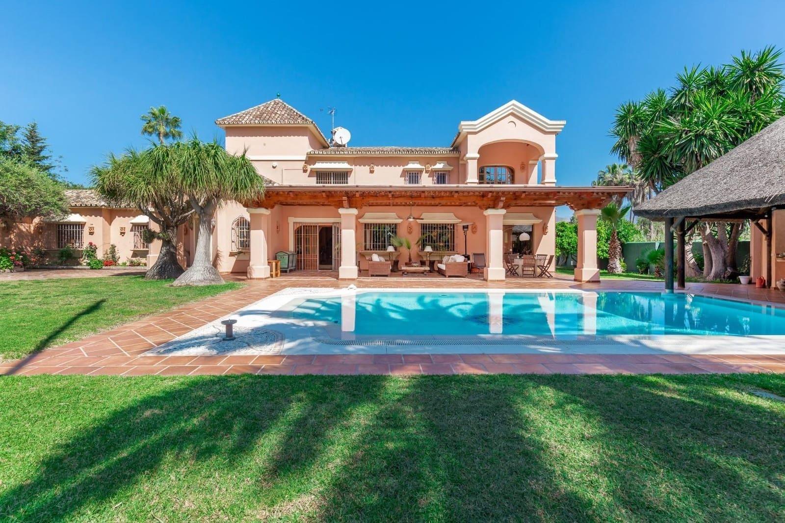 5 bedroom Villa for sale in Marbella - € 2,100,000 (Ref: 4954892)