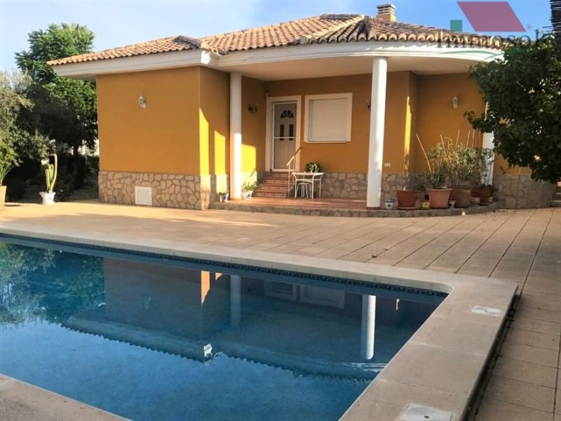 3 bedroom Villa for sale in Busot with pool - € 289,900 (Ref: 5235995)