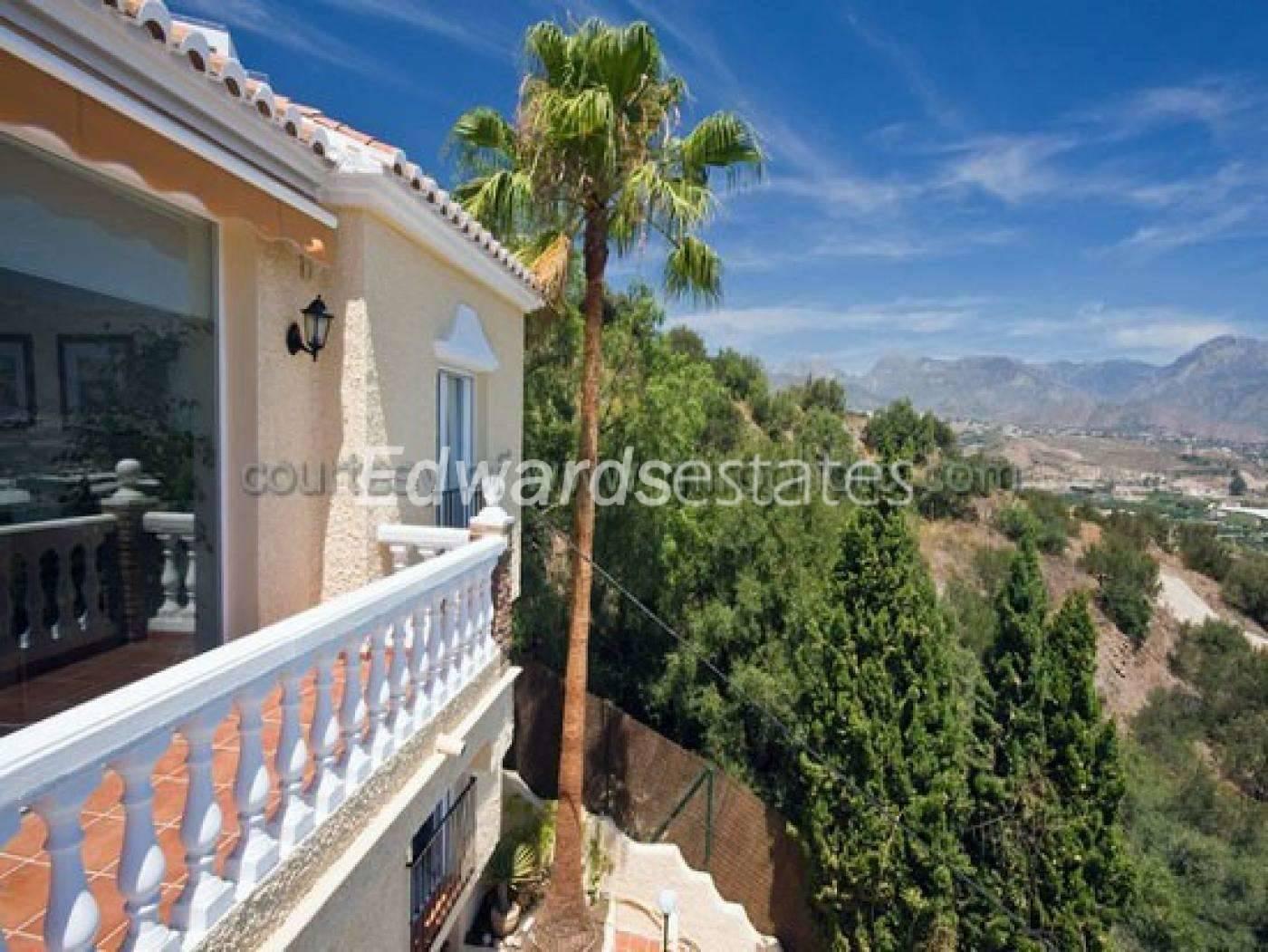 4 bedroom Villa for sale in Nerja with pool - € 795,000 (Ref: 3088233)