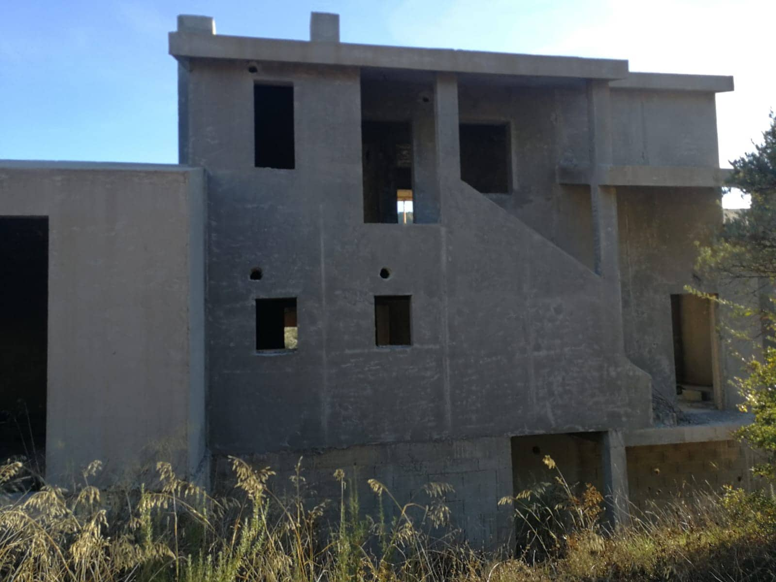 4 bedroom Finca/Country House for sale in Cretas - € 99,000 (Ref: 4110551)
