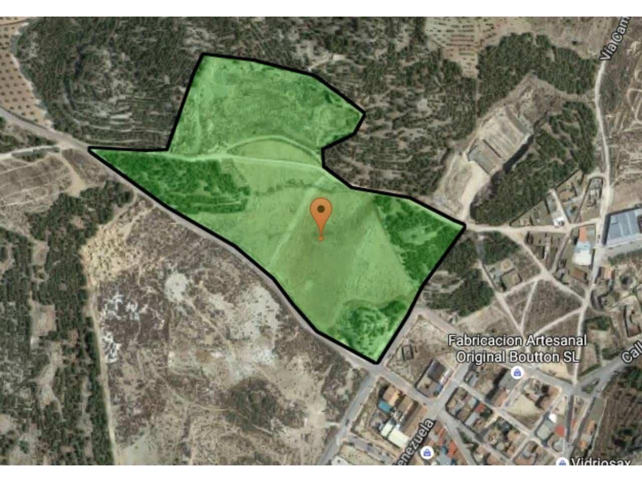 Ubebygd land til salgs i Sax - € 250 000 (Ref: 2571242)