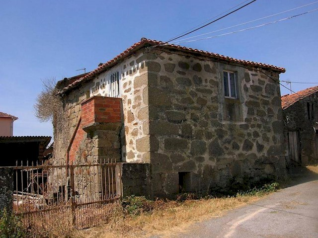 Ruin for sale in Ferreira de Panton - € 12,000 (Ref: 2507846)