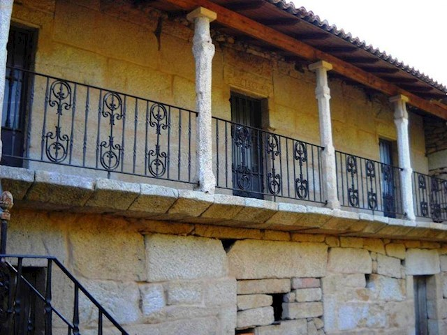 4 bedroom Finca/Country House for sale in Allariz - € 69,000 (Ref: 3700979)
