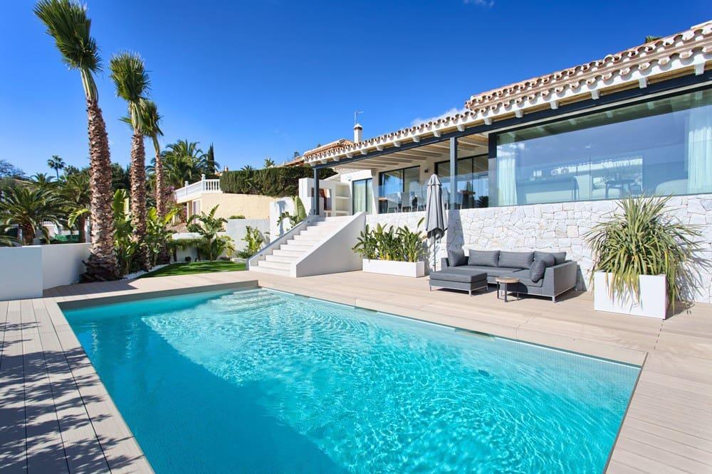 4 bedroom Villa for sale in Marbella with pool garage - € 1,950,000 (Ref: 3748653)