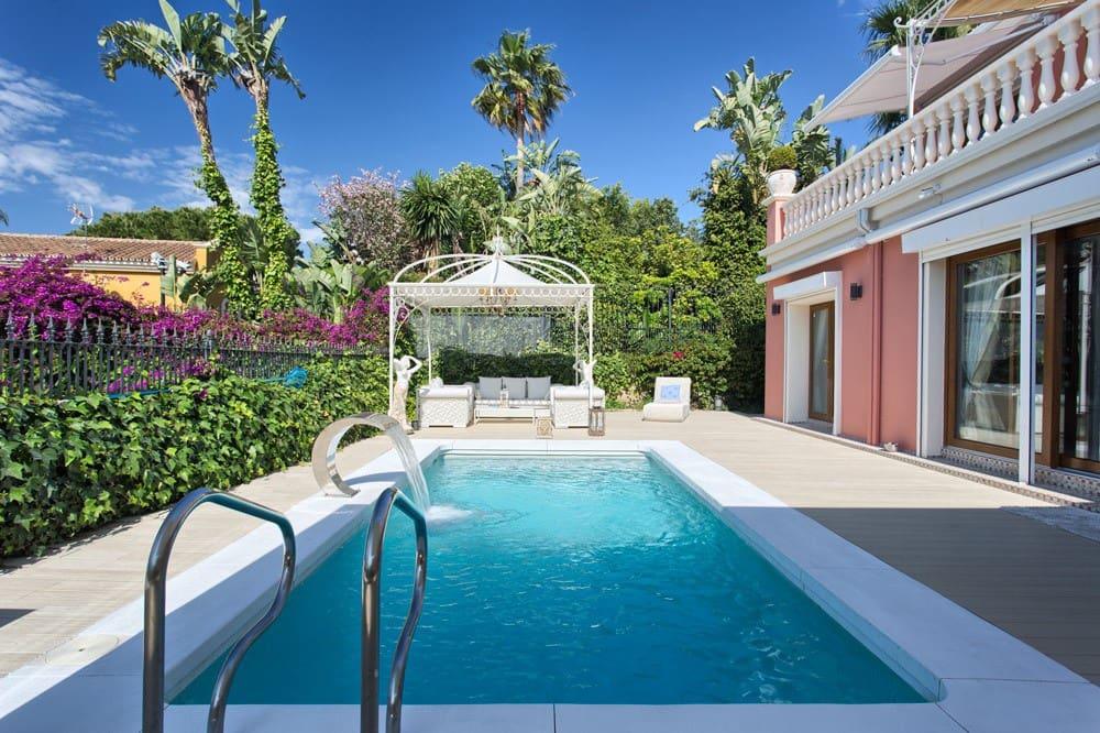 4 bedroom Villa for sale in Marbella with pool garage - € 1,495,000 (Ref: 3994634)