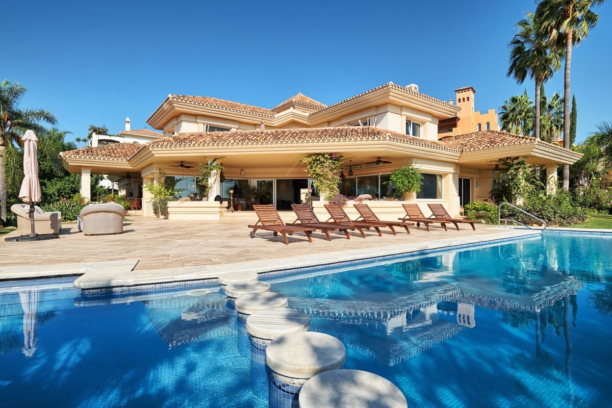 7 bedroom Villa for sale in Marbella with pool garage - € 3,850,000 (Ref: 4299482)