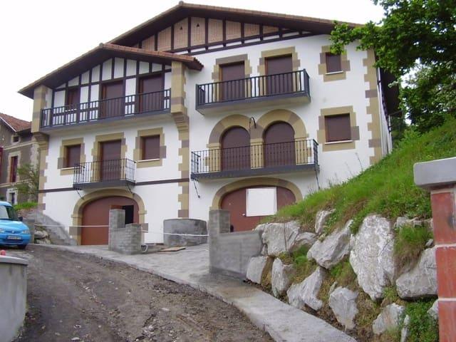 4 soveværelse Semi-Rækkehus til salg i Guenes med garage - € 390.000 (Ref: 3860234)
