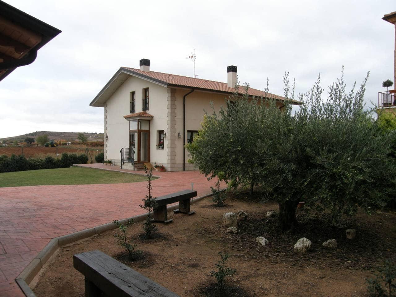 7 sypialnia Dom na sprzedaż w Urunuela z garażem - 440 000 € (Ref: 3861875)