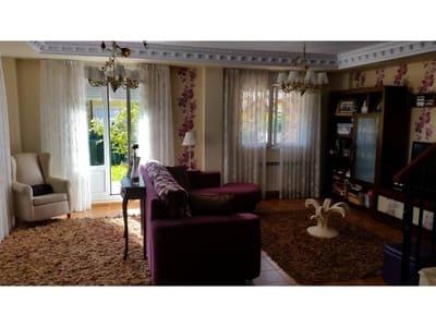 3 bedroom Semi-detached Villa for sale in Castro-Urdiales - € 275,000 (Ref: 4261015)