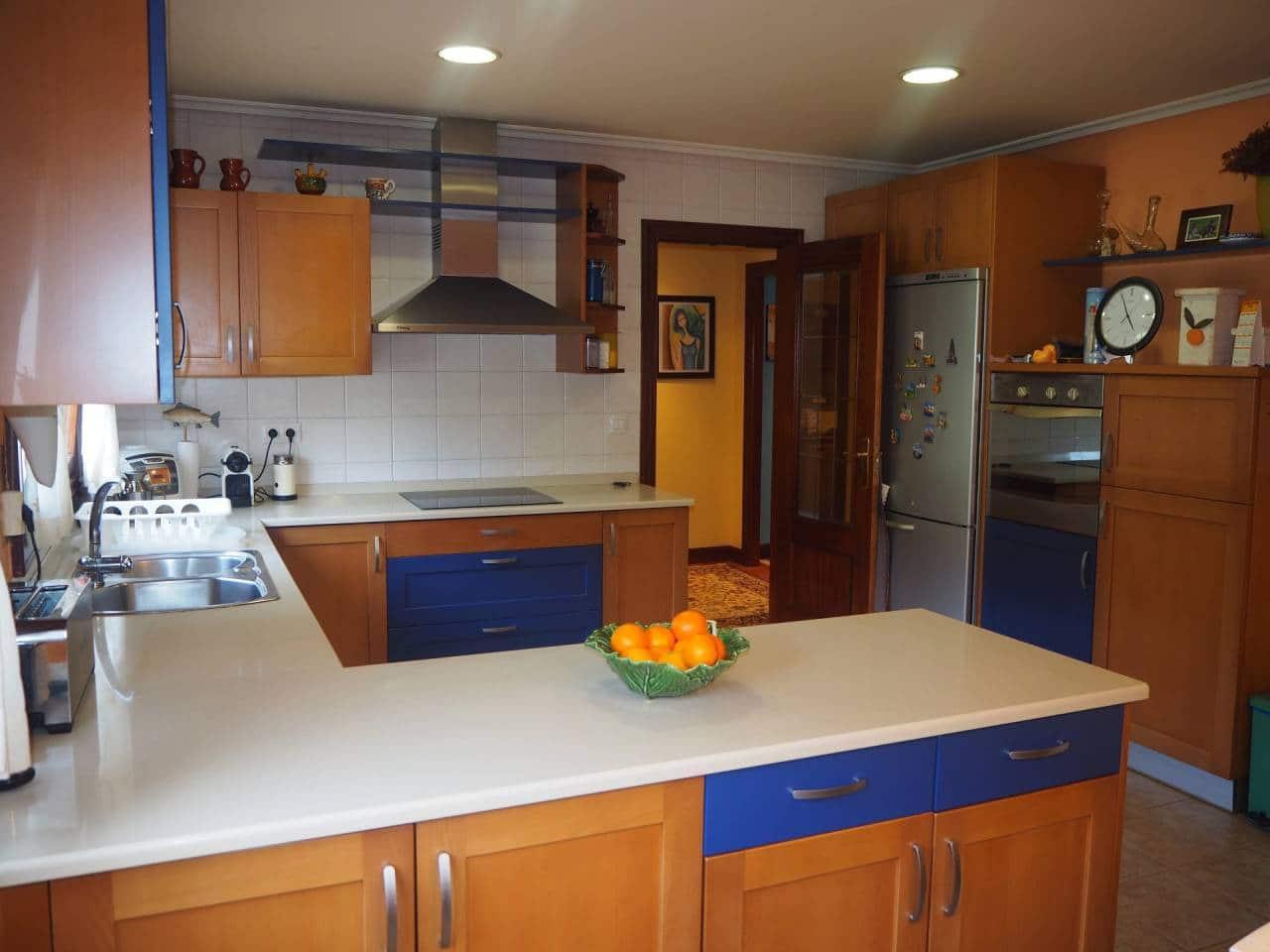 6 soveværelse Semi-Rækkehus til salg i Maruri med garage - € 520.000 (Ref: 4580098)