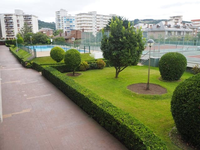 4 bedroom Flat for sale in Laredo with pool garage - € 445,000 (Ref: 5711033)