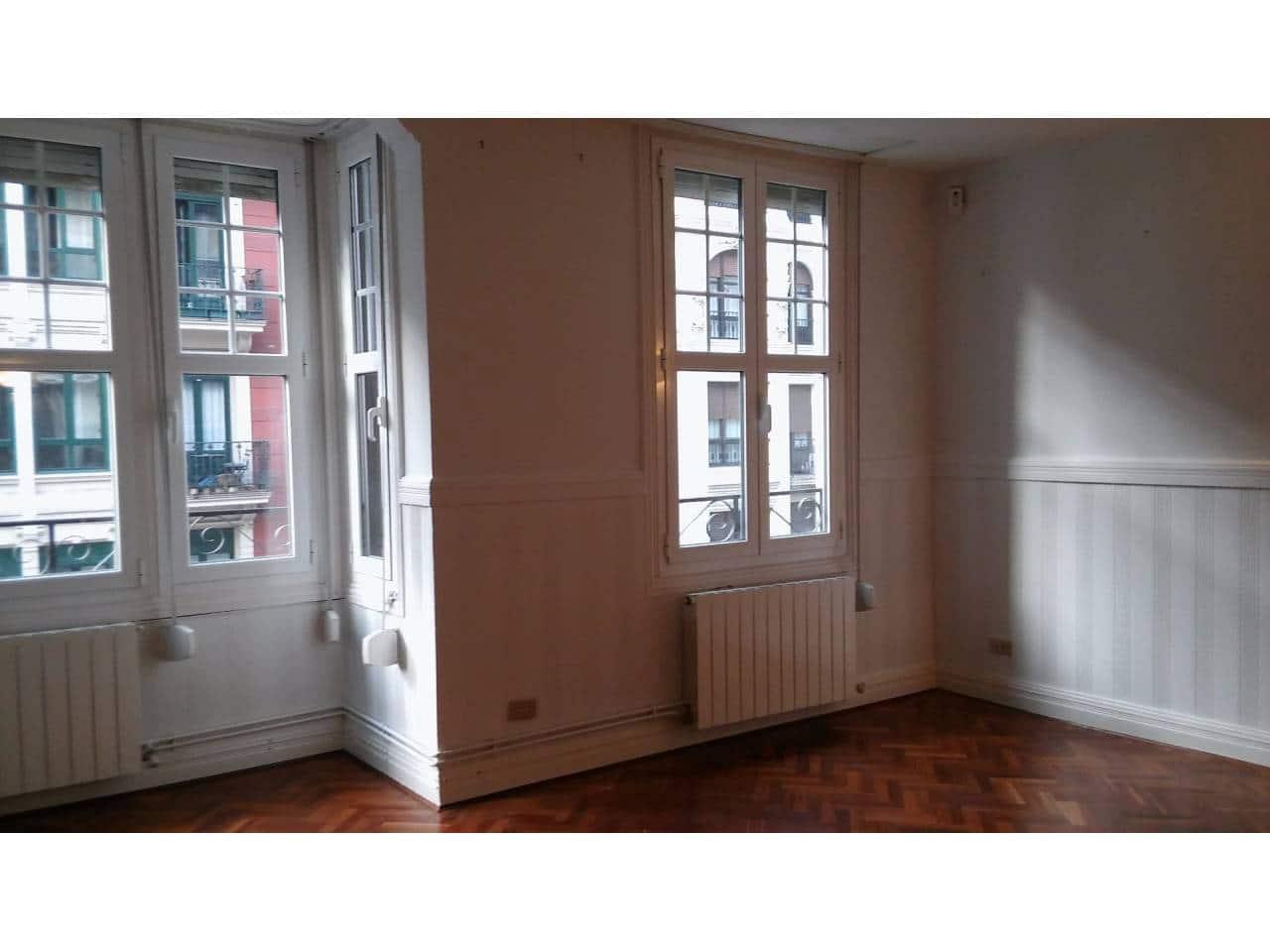 3 slaapkamer Flat te huur in Bilbao - € 980 (Ref: 5897264)