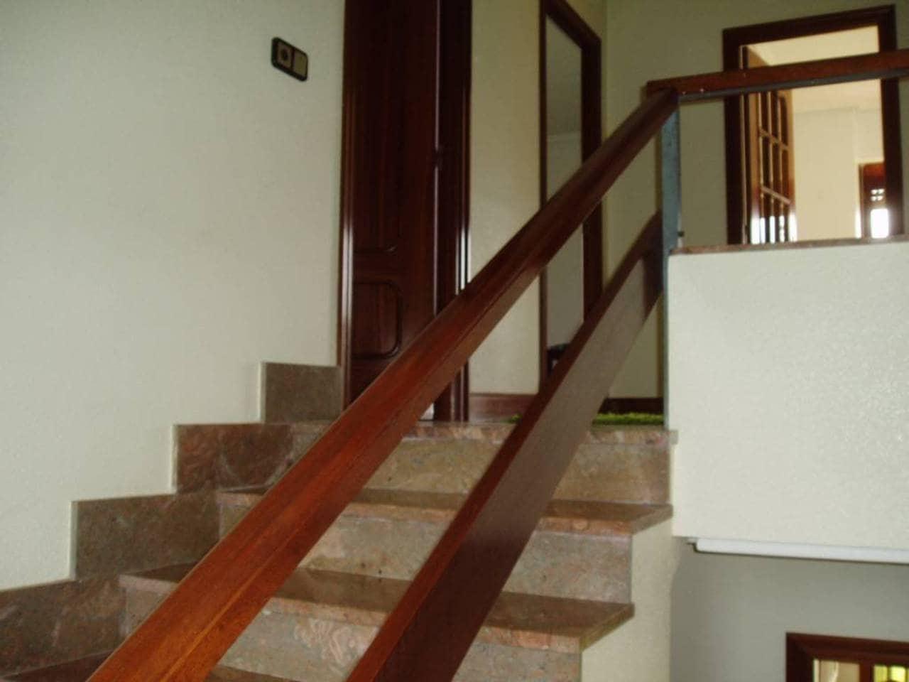 4 sovrum Radhus till salu i Larrabetzu med garage - 590 000 € (Ref: 907739)