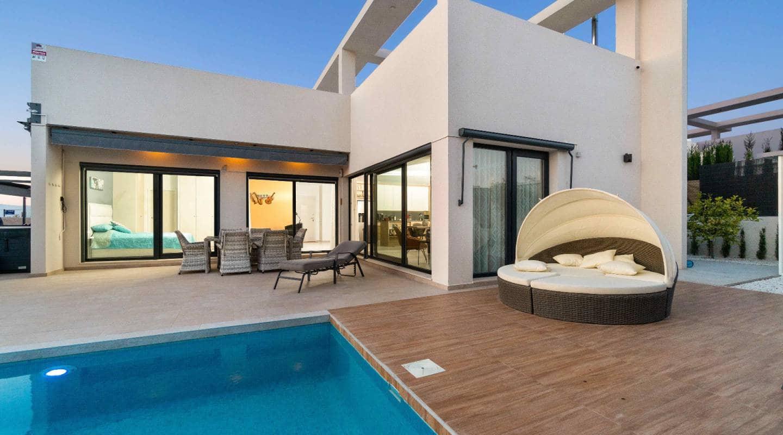 Chalet de 3 habitaciones en Benijófar en venta con piscina - 455.000 € (Ref: 4919943)