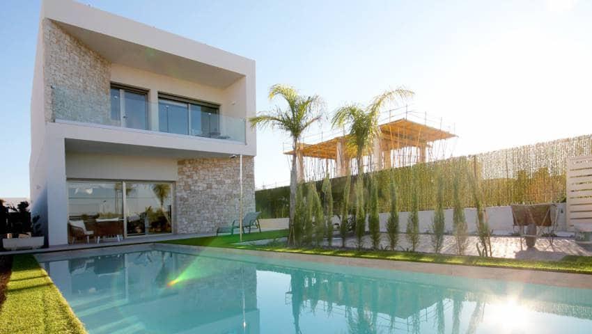 Chalet de 3 habitaciones en Benijófar en venta - 389.000 € (Ref: 4920249)