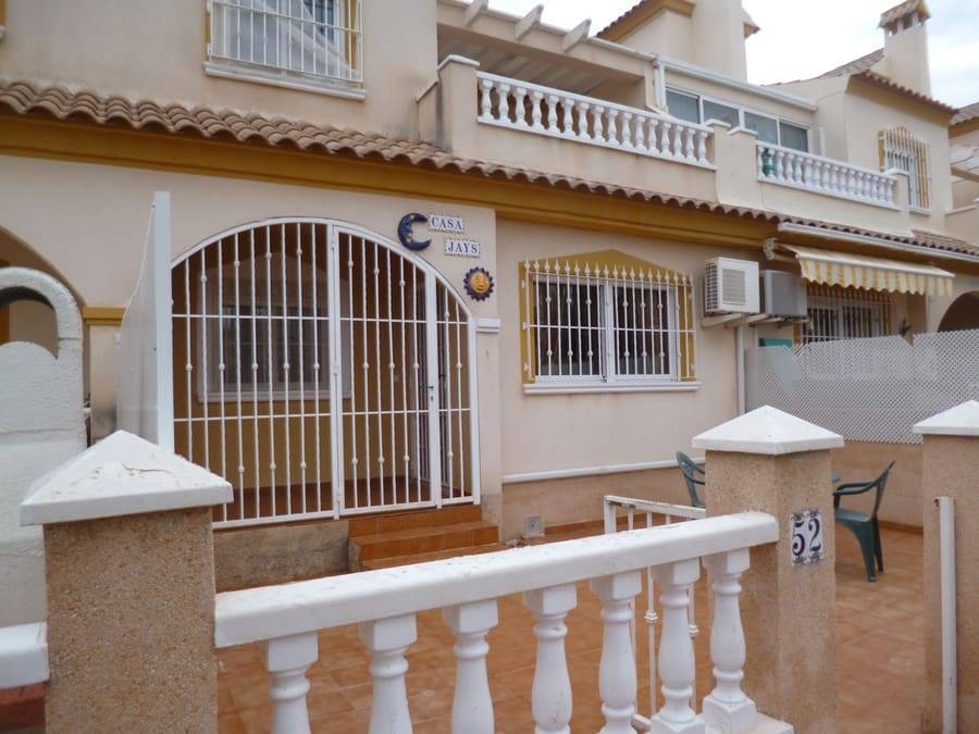 Casa de 3 habitaciones en Playa Flamenca en venta con piscina - 147.995 € (Ref: 4994600)
