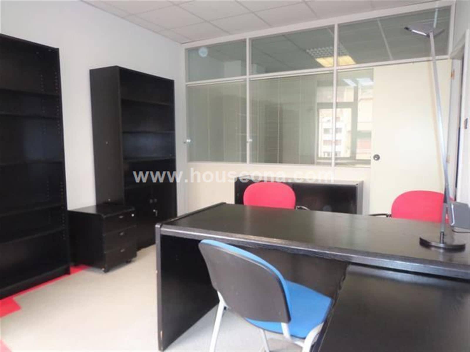 3 slaapkamer Kantoor te huur in Bilbao - € 725 (Ref: 4173718)