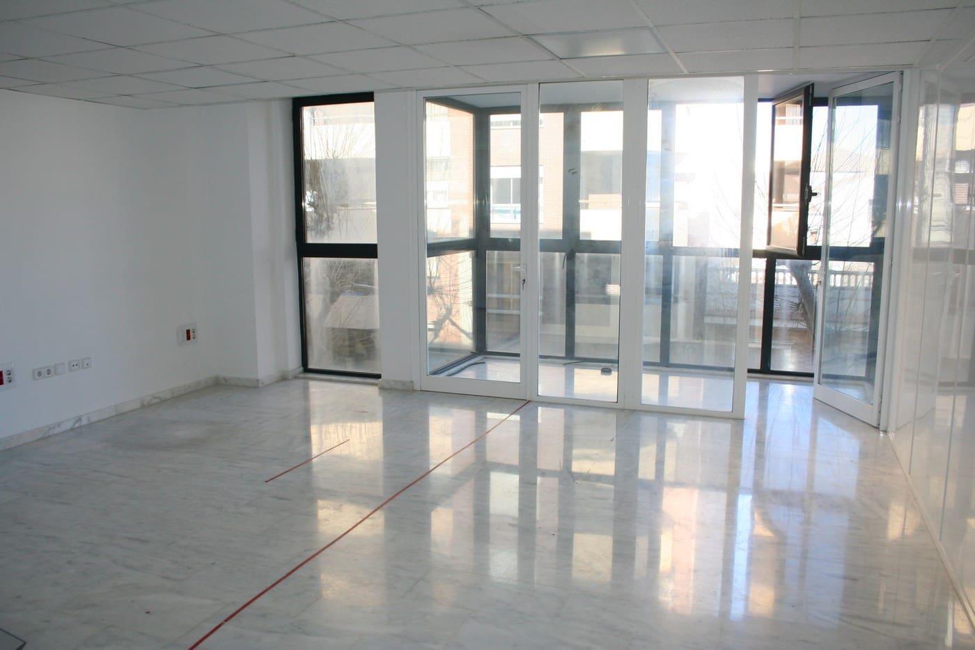 2 slaapkamer Commercieel te huur in Denia - € 750 (Ref: 5139599)