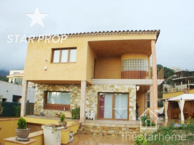 5 bedroom Villa for sale in Palau-saverdera with pool garage - € 710,000 (Ref: 1268559)
